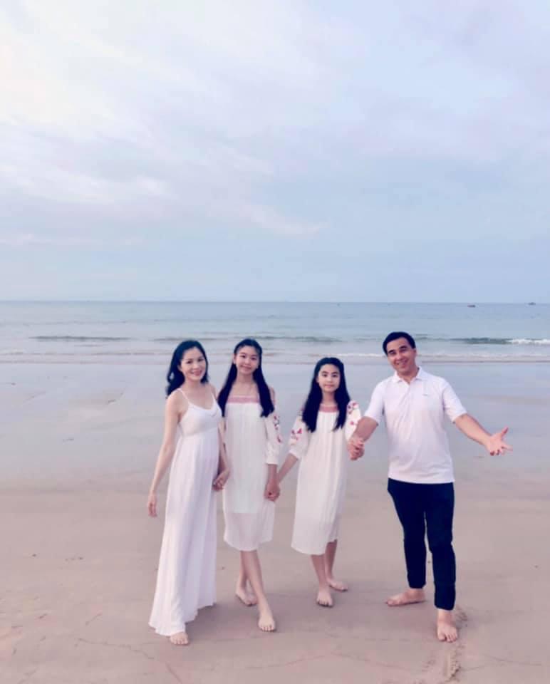 Cứ tưởng xuề xòa nhưng hóa ra gia đình MC Quyền Linh có nguyên tắc về quần áo khi đi du lịch hẳn hoi!-10