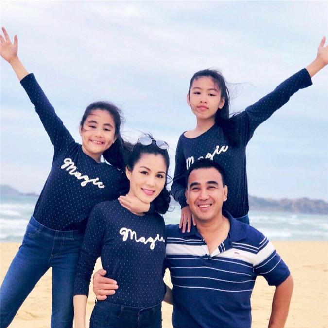 Cứ tưởng xuề xòa nhưng hóa ra gia đình MC Quyền Linh có nguyên tắc về quần áo khi đi du lịch hẳn hoi!-15