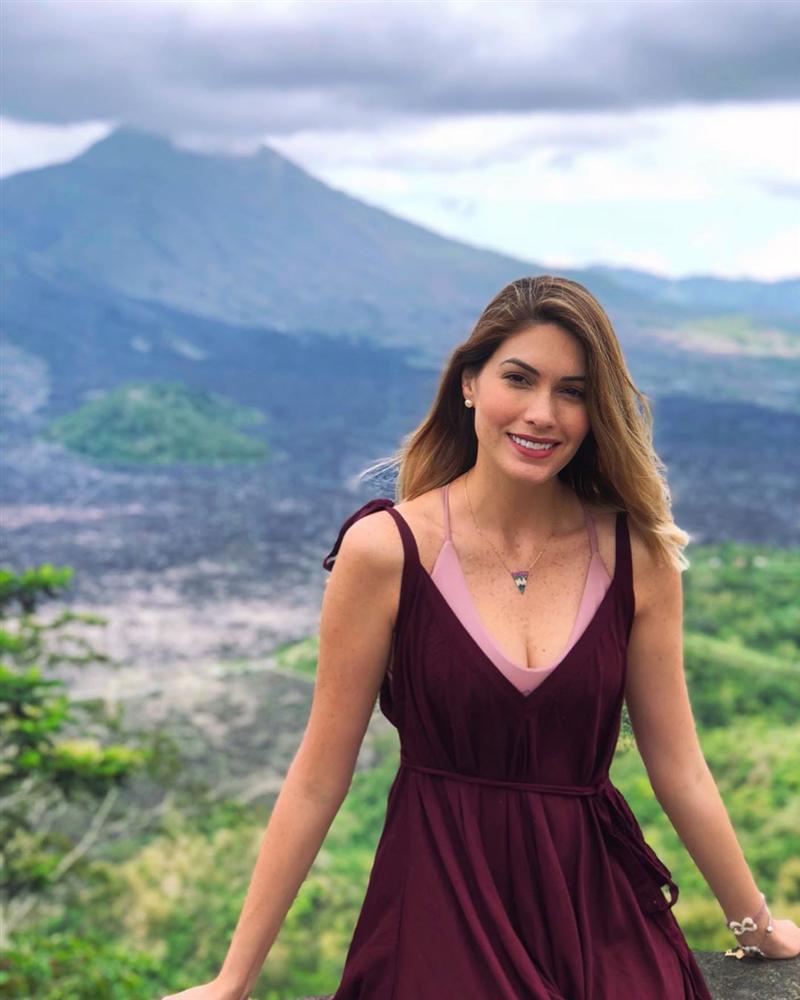 Bản tin Hoa hậu Hoàn vũ 9/8: Phạm Hương makeup lồng lộn vẫn chưa vượt nổi nhan sắc Khmer-8