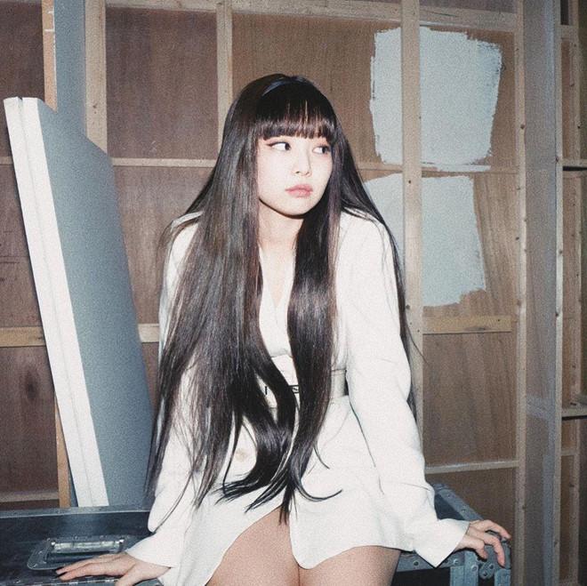 Jennie xinh như búp bê với tóc mới trong ảnh mừng 20 triệu follow-3