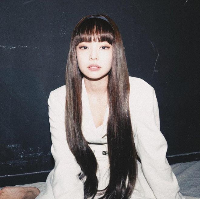 Jennie xinh như búp bê với tóc mới trong ảnh mừng 20 triệu follow-4