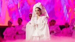 Ý nghĩa bộ hầu đồng trắng Hoàng Thuỳ Linh mặc trong MV 'Tứ Phủ'
