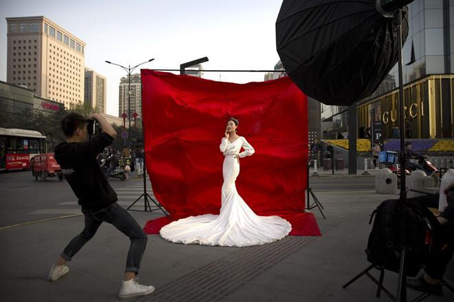 Giới trẻ Trung Quốc không ngại chi bạo, chỉ sợ đám cưới không độc, lạ-3