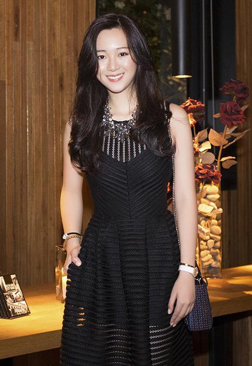 Khoe ảnh siêu đẹp mừng sinh nhật con gái, Hoa hậu Giáng My khiến ai nấy ngất ngây trước nhan sắc của Rich Kid Anh Sa-10