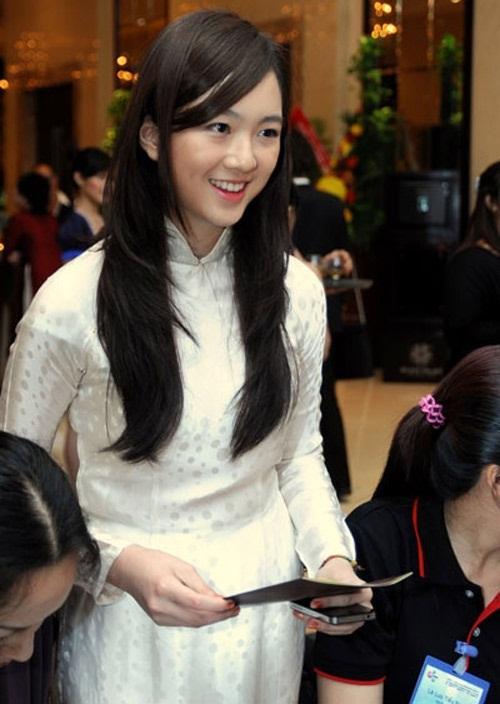 Khoe ảnh siêu đẹp mừng sinh nhật con gái, Hoa hậu Giáng My khiến ai nấy ngất ngây trước nhan sắc của Rich Kid Anh Sa-5