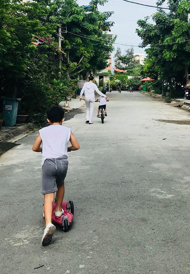 Hồ Ngọc Hà phi siêu xe xuống phố vui chơi cùng Subeo ngày cuối tuần-4