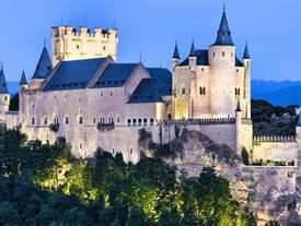 Lâu đài của Bạch Tuyết và Lọ Lem ngoài đời thực có gì đặc biệt?