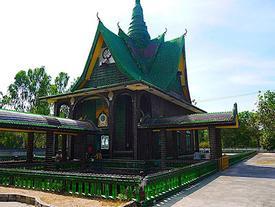 Chùa nguy nga được làm từ 1,5 triệu chai bia ở Thái Lan
