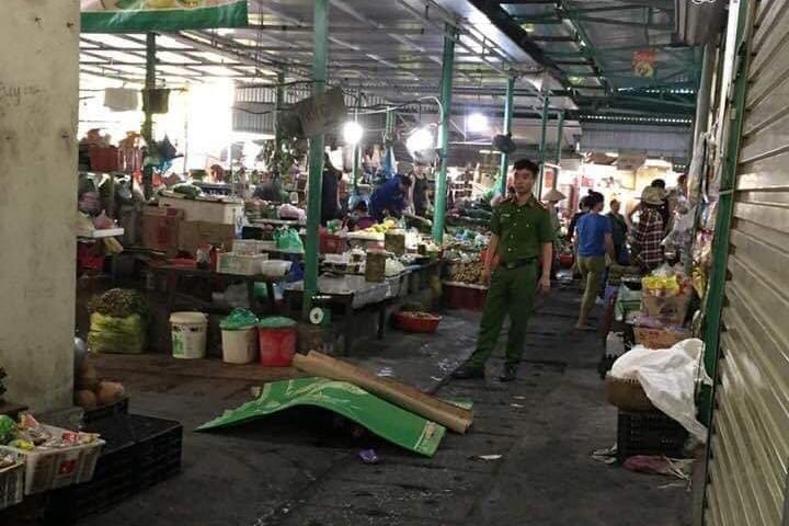 Kẻ cướp đâm chết người phụ nữ ở Quảng Ninh rồi tự tử ở cổng chợ-1