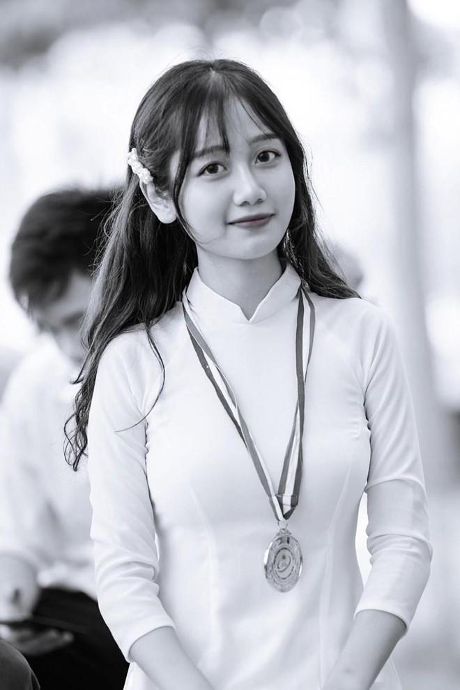 Nữ sinh 2K1 Lào Cai được dân mạng gọi là hot girl ảnh thẻ-3