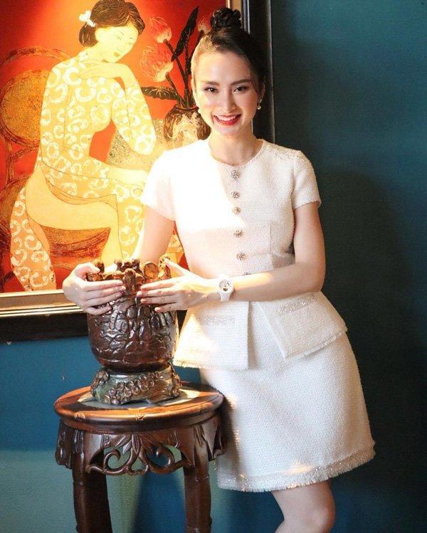 Bất ngờ khoe hình ảnh gợi cảm, phải chăng Angela Phương Trinh sắp trở lại showbiz-3