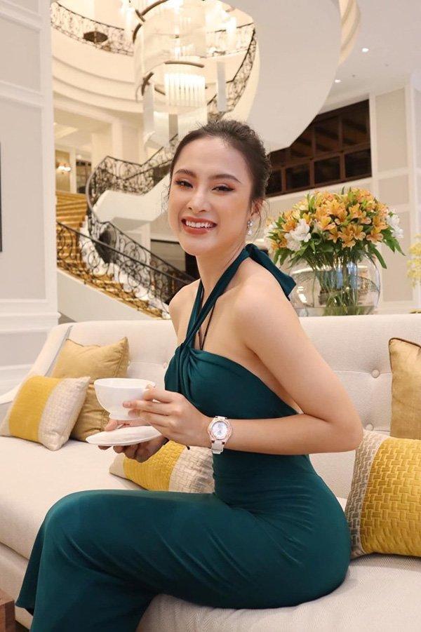 Bất ngờ khoe hình ảnh gợi cảm, phải chăng Angela Phương Trinh sắp trở lại showbiz-2
