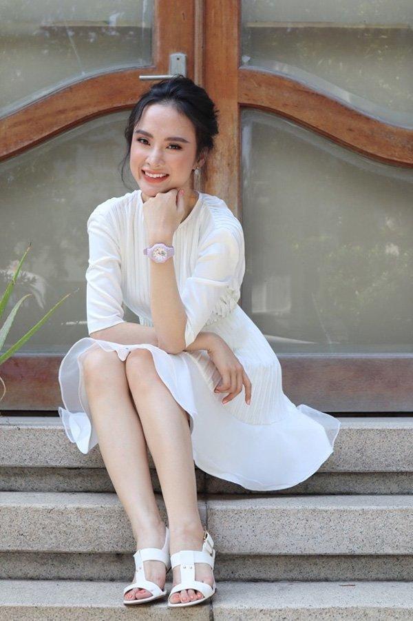 Bất ngờ khoe hình ảnh gợi cảm, phải chăng Angela Phương Trinh sắp trở lại showbiz-4