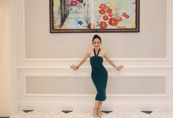 Bất ngờ khoe hình ảnh gợi cảm, phải chăng Angela Phương Trinh sắp trở lại showbiz-1