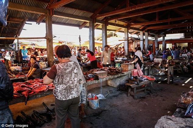 Những món ăn đáng sợ bán đầy ở chợ Indonesia khiến thực khách hết hồn-1