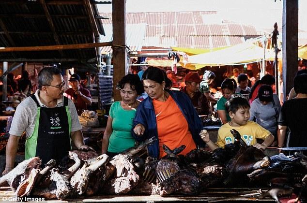 Những món ăn đáng sợ bán đầy ở chợ Indonesia khiến thực khách hết hồn-2