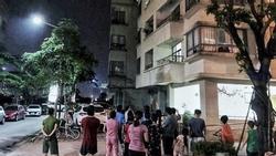 Bà nội trèo ban công tầng 16 chung cư Hà Nội sang với cháu, trượt chân rơi tử vong