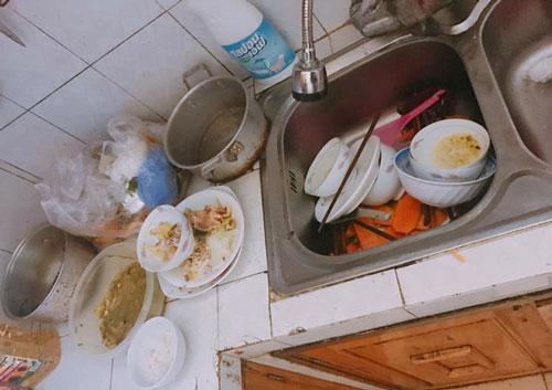 Căn bếp ngập ngụa bát bẩn, thức ăn thừa phần nàng dâu đi làm về dọn và bí mật kinh hoàng phía sau-1