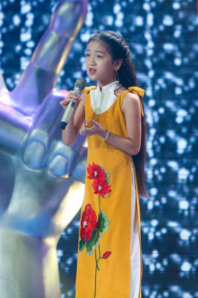 Xuất hiện thí sinh lần đầu tiên hát về Bác Hồ khiến cả sân khấu lắng đọng, 6 HLV khen nức nở-1