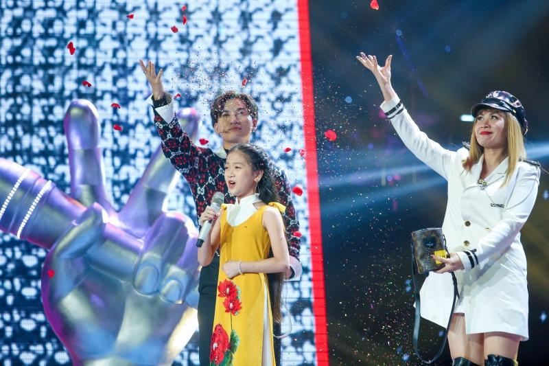 Xuất hiện thí sinh lần đầu tiên hát về Bác Hồ khiến cả sân khấu lắng đọng, 6 HLV khen nức nở-2