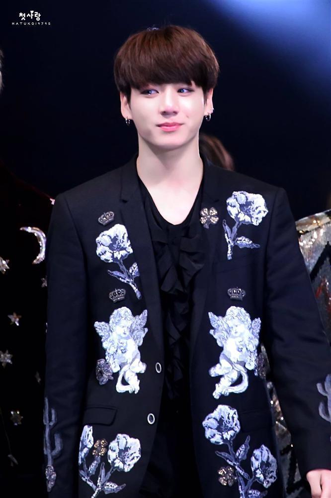 Mắc lỗi nhỏ đến mức không ai phát hiện ra, thế mà Jungkook (BTS) vẫn khóc nức nở trách móc bản thân phá hỏng phần trình diễn-4