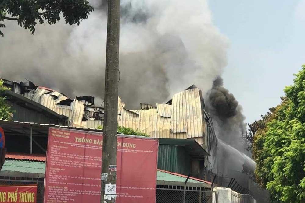 Cháy lớn gần siêu thị Aeon Mall Long Biên-3