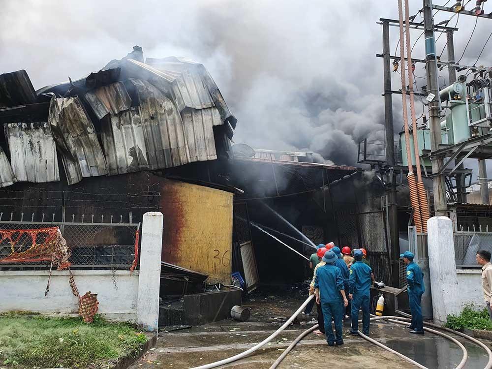 Cháy lớn gần siêu thị Aeon Mall Long Biên-2