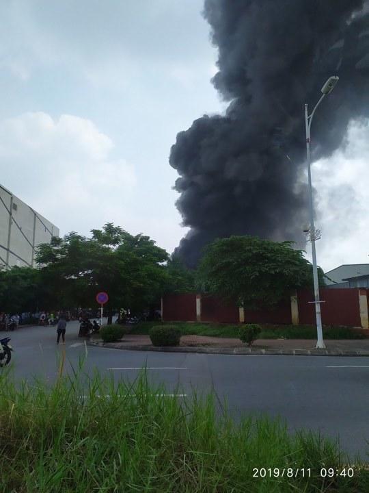 Cháy lớn gần siêu thị Aeon Mall Long Biên-5
