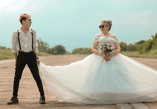 Bộ ảnh 'Nội tôi 88 tuổi mặc váy cưới' của chàng trai sinh năm 2000 khiến dân mạng vừa phì cười, vừa cay mắt-5