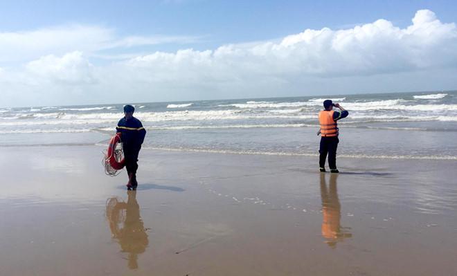 Vụ 4 người đuối nước ở Bình Thuận: Khách phớt lờ cảnh báo sóng lớn-2