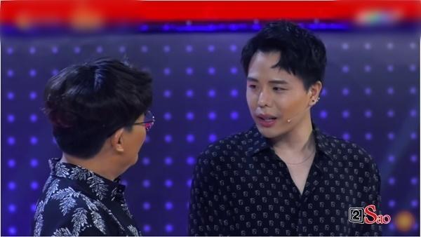 Trịnh Thăng Bình đắc tội gì với ê kíp Giọng ải giọng ai mà đang chuẩn men lại bị trang điểm như chú vẹt hát tuồng?-3