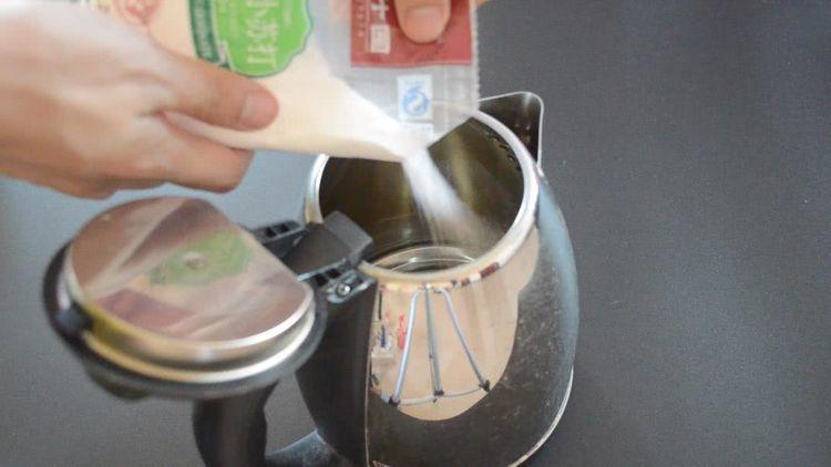 Chỉ cần 2 nguyên liệu đơn giản để cọ ấm siêu tốc sạch bong không cần rửa trong 1 năm-1
