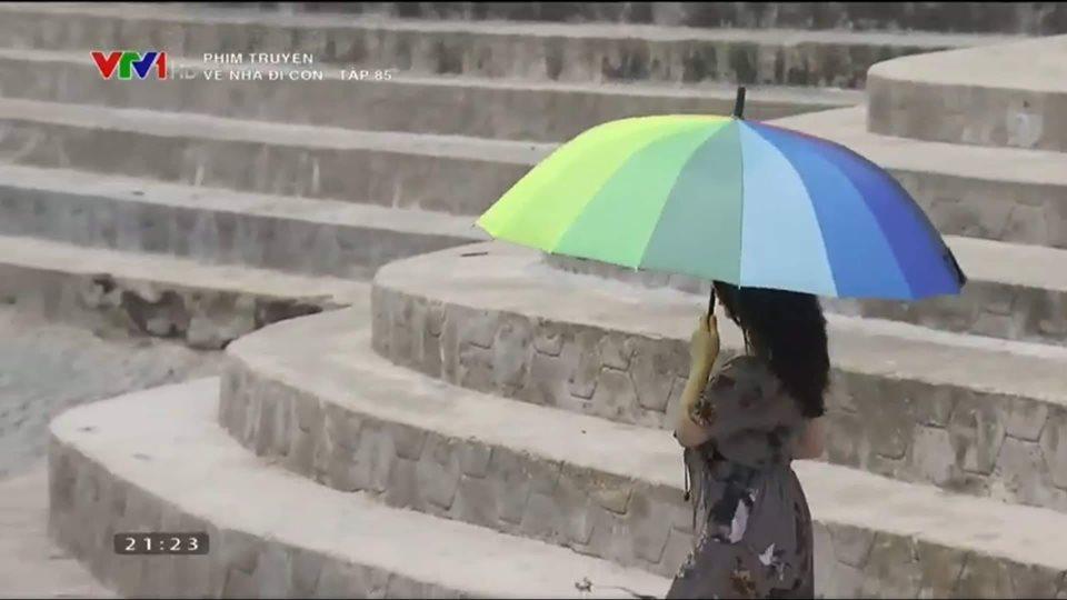 Xuất hiện đúng 2 giây trong tập cuối Về Nhà Đi Con, hotgirl hám fame bị cư dân mạng mỉa mai: Còn không bằng con gián-4