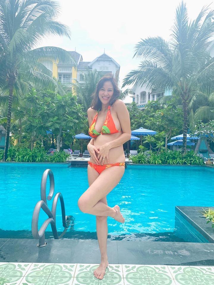 MC Phương Mai mang bầu 6 tháng vẫn mặc bikini khoe dáng đẹp hút mắt-3