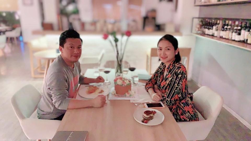 Hiếm khi nhắc đến chồng trên mạng, vậy mà cũng có lúc bà xã nói về Lam Trường quá đỗi sâu sắc và ngọt ngào-1