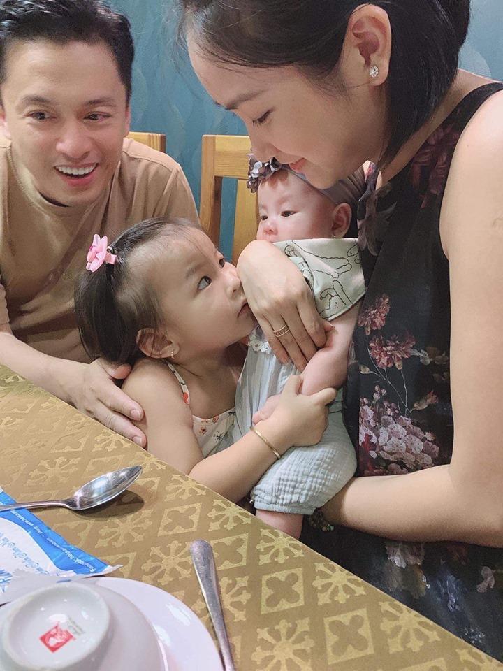 Hiếm khi nhắc đến chồng trên mạng, vậy mà cũng có lúc bà xã nói về Lam Trường quá đỗi sâu sắc và ngọt ngào-5