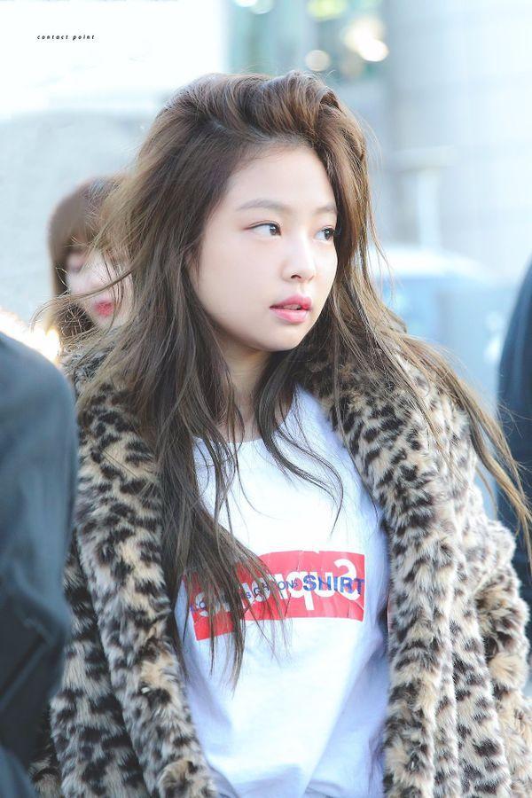 Mặc loạt idol gây sốc khi lộ mặt mộc, Jennie (BLACKPINK) vẫn đẹp bất chấp dù bị chụp lén-6