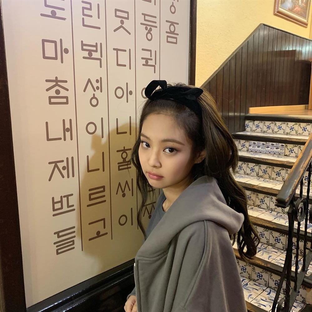 Mặc loạt idol gây sốc khi lộ mặt mộc, Jennie (BLACKPINK) vẫn đẹp bất chấp dù bị chụp lén-8