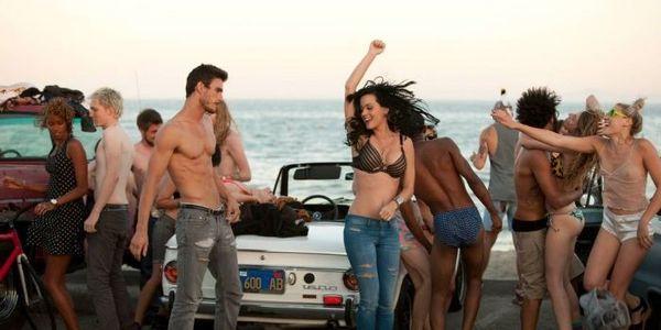 Sốc: Katy Perry bị nam diễn viên Josh Kloss tố cáo vì hành vi quấy rối tình dục-1