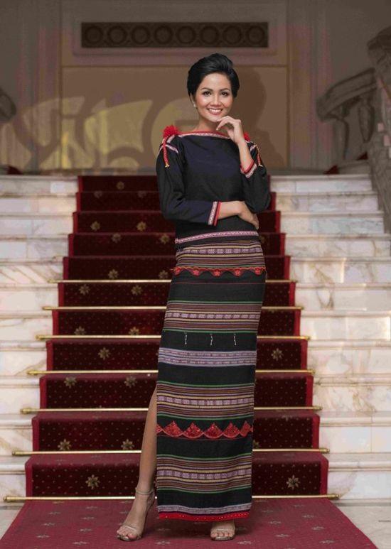 Kể từ khi đăng quang hoa hậu, HHen Niê chỉ thực sự tỏa sáng khi diện loạt trang phục thổ cẩm dân tộc Ê-Đê-5