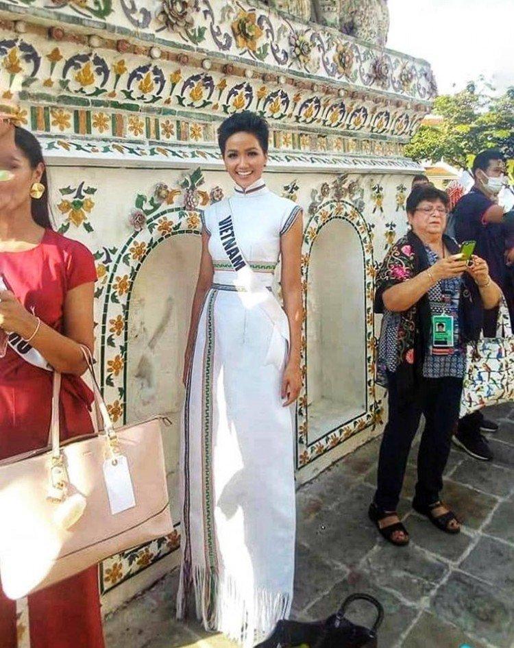 Kể từ khi đăng quang hoa hậu, HHen Niê chỉ thực sự tỏa sáng khi diện loạt trang phục thổ cẩm dân tộc Ê-Đê-7
