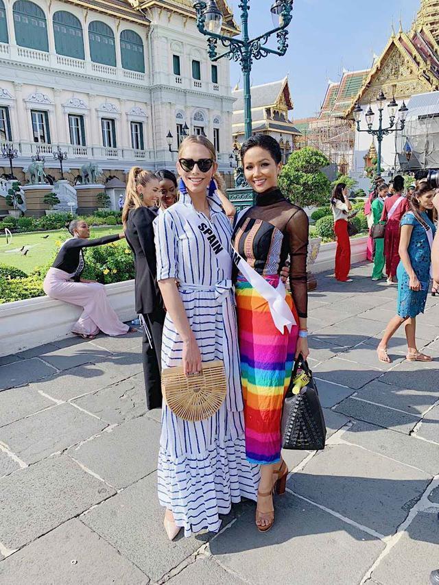 Kể từ khi đăng quang hoa hậu, HHen Niê chỉ thực sự tỏa sáng khi diện loạt trang phục thổ cẩm dân tộc Ê-Đê-8