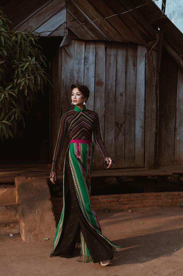 Kể từ khi đăng quang hoa hậu, HHen Niê chỉ thực sự tỏa sáng khi diện loạt trang phục thổ cẩm dân tộc Ê-Đê-3