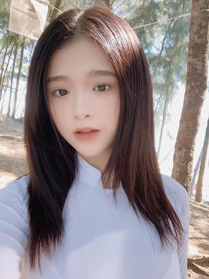 Liên tục bị soi trang điểm như bà thím tuổi băm, Linh Ka thả nhẹ tấm ảnh mặc áo dài khiến anti-fan câm nín-2