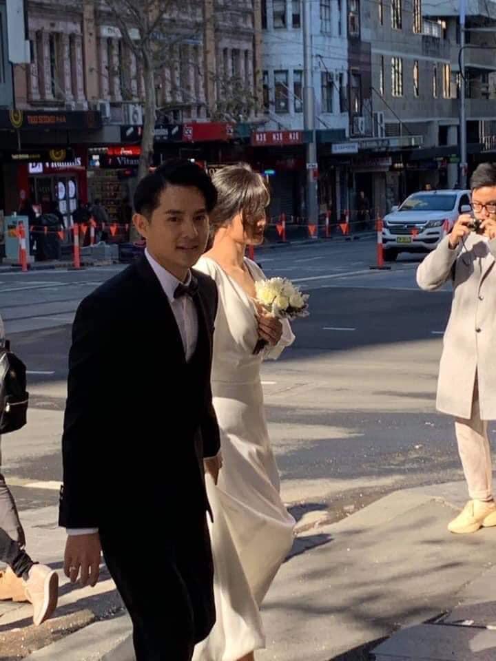 Đông Nhi ăn mặc giản dị không ngờ khi bị bắt gặp chụp ảnh cưới với Ông Cao Thắng tại Australia-2