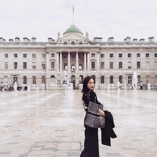 Bạn gái thiếu gia Phillip Nguyễn sang chảnh, xách túi hơn 2.600 USD-5