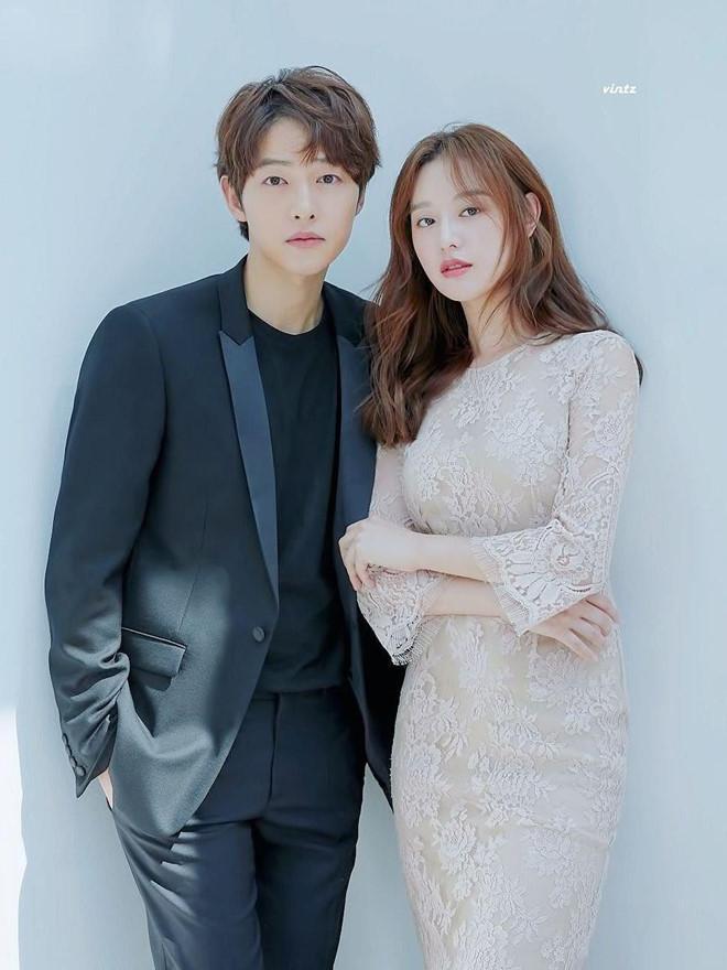 Song Joong Ki né đứng bên người tình tin đồn trong bộ ảnh mới-3