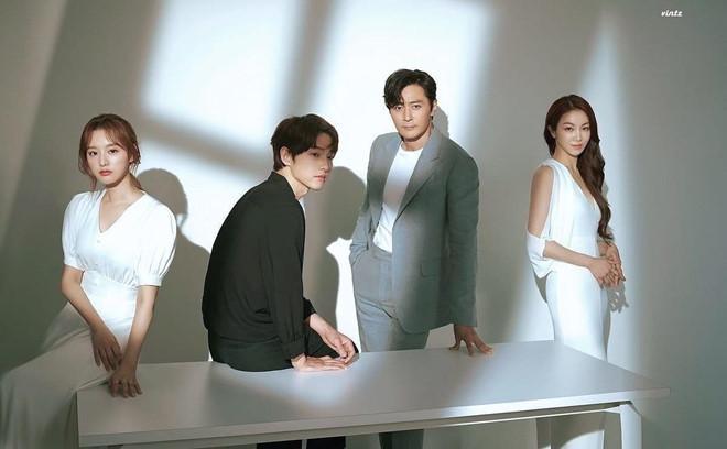 Song Joong Ki né đứng bên người tình tin đồn trong bộ ảnh mới-7