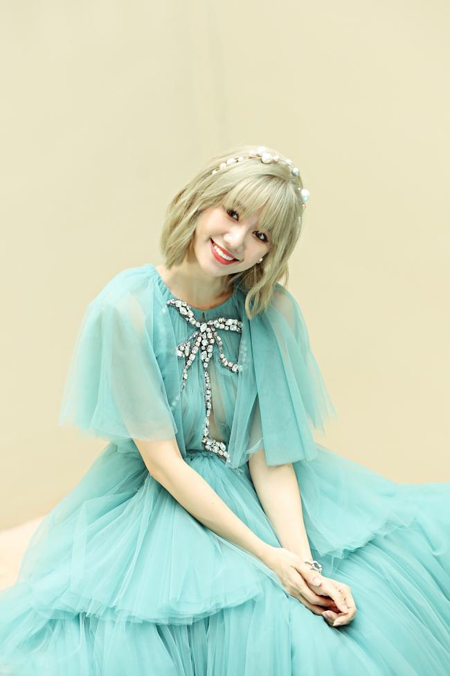 Chơi game show không thuộc nhạc vợ, Trấn Thành viết luôn lời cho Hari Won hát-1