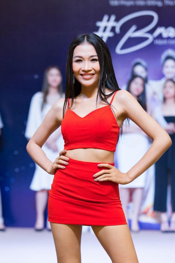 Em gái Hoàng Thùy được chị gái á hậu kèm cặp để thi Hoa hậu Hoàn vũ Việt Nam 2019 dù chiều cao khiêm tốn-6